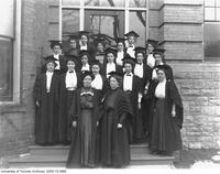 Women graduates on the steps of University College