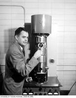 Dr. James Hillier with the electron microscope