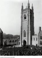 Soldiers' Tower after two minute silence, Nov. 11, 1924.