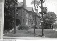 142 St. George - Nu Sigma Nu House