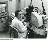 Ursula Franklin in laboratory